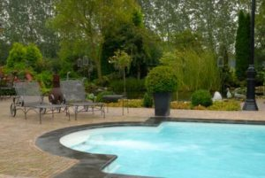 Genieten van een zwembad in de tuin